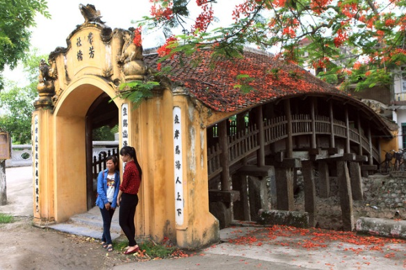 Chua Luong bridge in Hai Anh (Hai Hau, Nam Dinh province) was built in the 16th century.